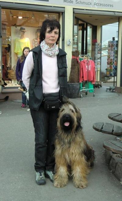 Ramona Tauberschmitt arbeitet als Übungsleiter in der Welpenschule Foto 2012